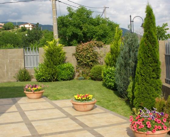 Проектиране, изграждане и поддръжка на паркове и градини